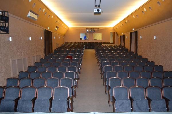 Зрительный зал театра Старый дом фото